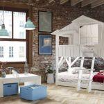 Piętrowe łóżko w pokoju dzieci
