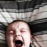 """10 rzeczy, które możesz powiedzieć zamiast """"Nie płacz"""""""