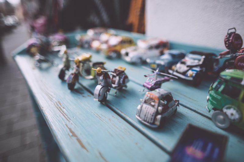 wyrzucać stare zabawki